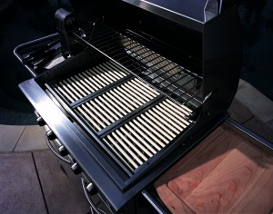 DCS gas barbeque grill features perfect heat distribution radiant rods