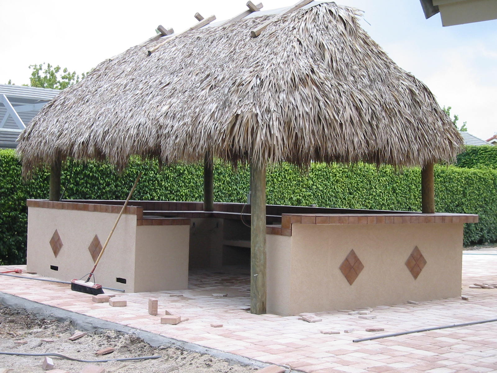 Very Best Outdoor BBQ Grills Tiki Huts 1600 x 1200 · 363 kB · jpeg