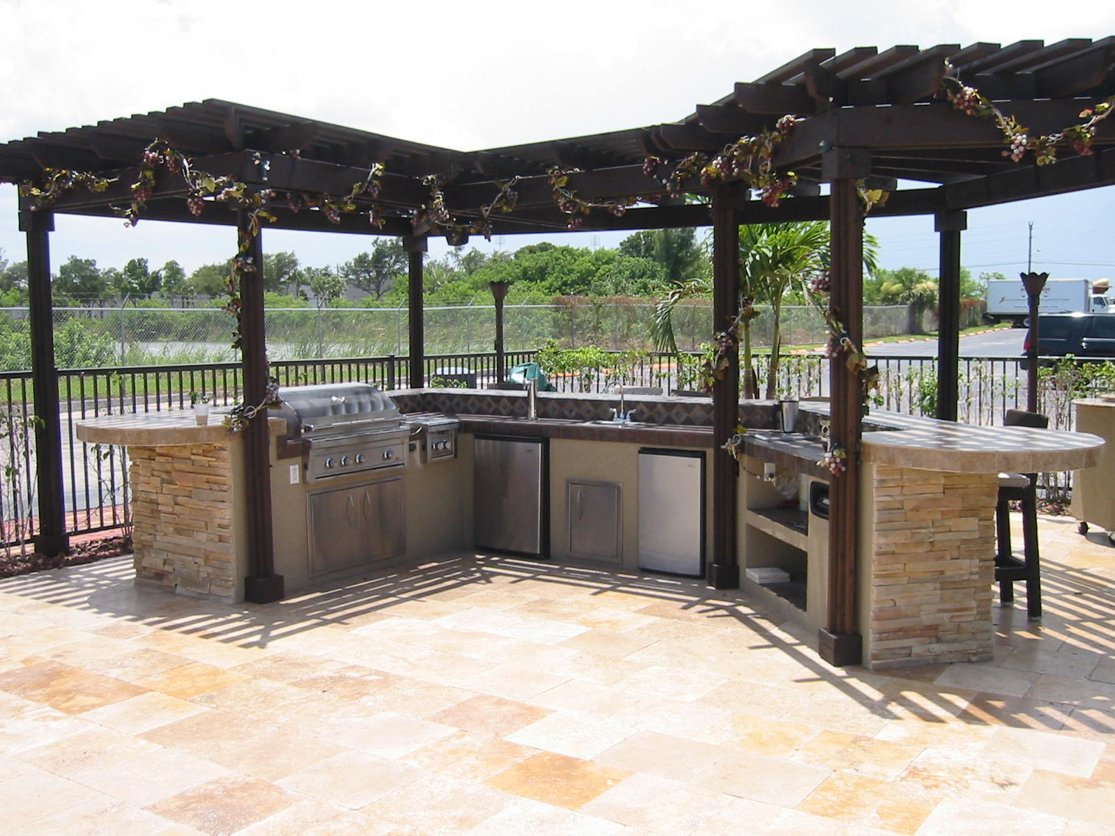 Custom Outdoor Designs : custom outdoor kitchen design in a outdoor room, with cover  ? Gas