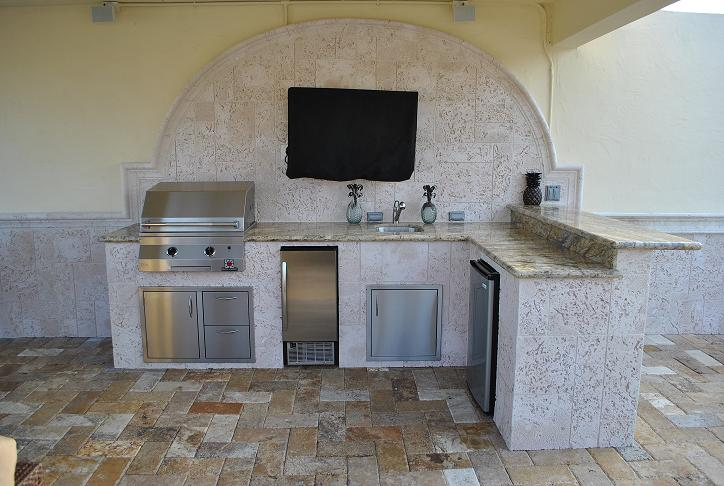 Outdoor Kitchen And Bar Height Overhang
