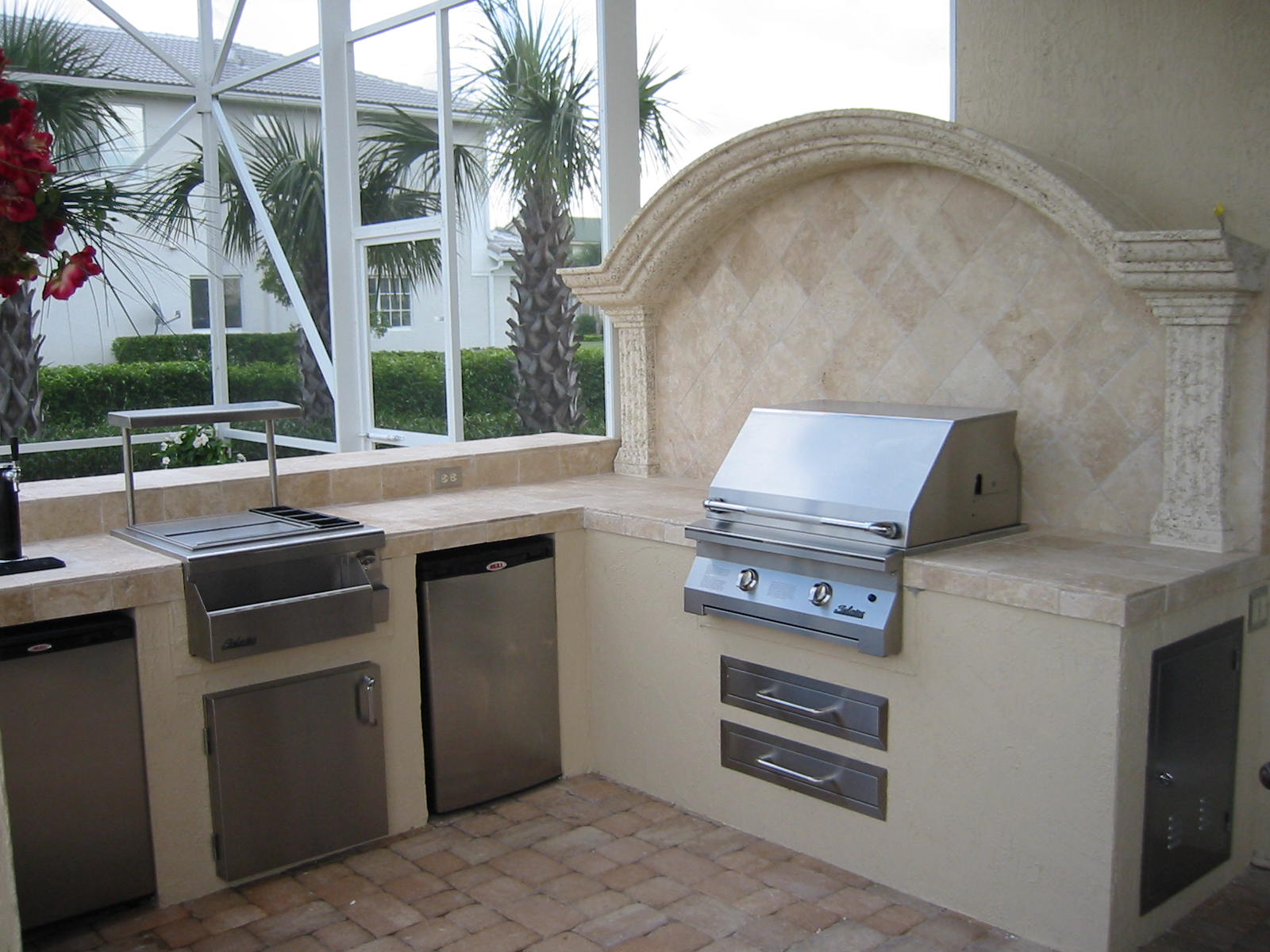 Custom grill island coral springs florida gas grills for Outdoor kitchen backsplash ideas