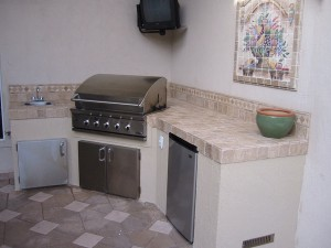 BGB 30 model DCS gas grill built in to an outdoor kitchen in Florida