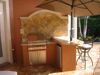 outdoor kitchen solaire infrared with backsplash