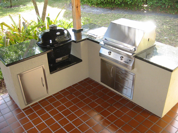 Gas and Charcoal in Custom Outdoor Kitchen Island