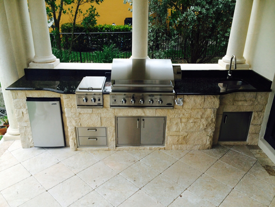 Outdoor Kitchen Island With Dcs Bgb